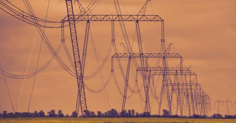 uploads/2019/12/high-voltage-4240551_1280.jpg