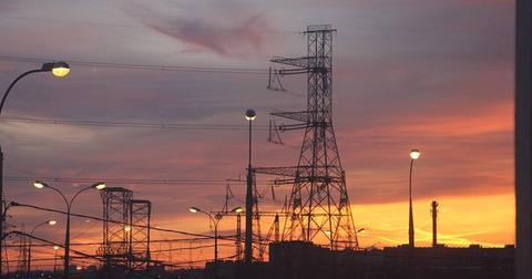 uploads/2018/03/energy-industry-sunset-sky-3218979.jpg