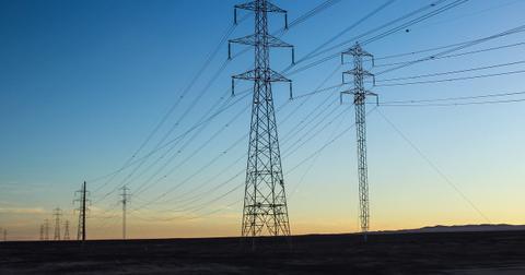 uploads/2019/04/electricity-2403585_1280.jpg
