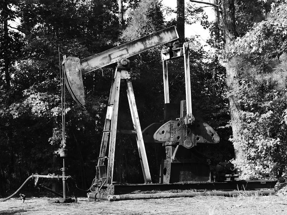uploads///oil pump black white industry