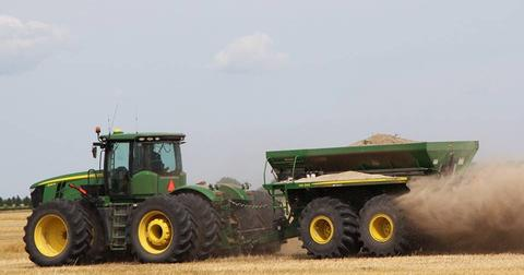 uploads/2018/05/tractor-john-deere-dust-wagon-862923.jpg