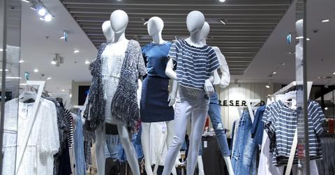 uploads/2018/11/shopping-mall-1316787_1280.jpg