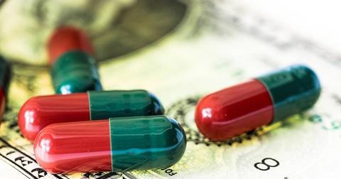 uploads/2019/01/pills-medical-money-943764.jpg