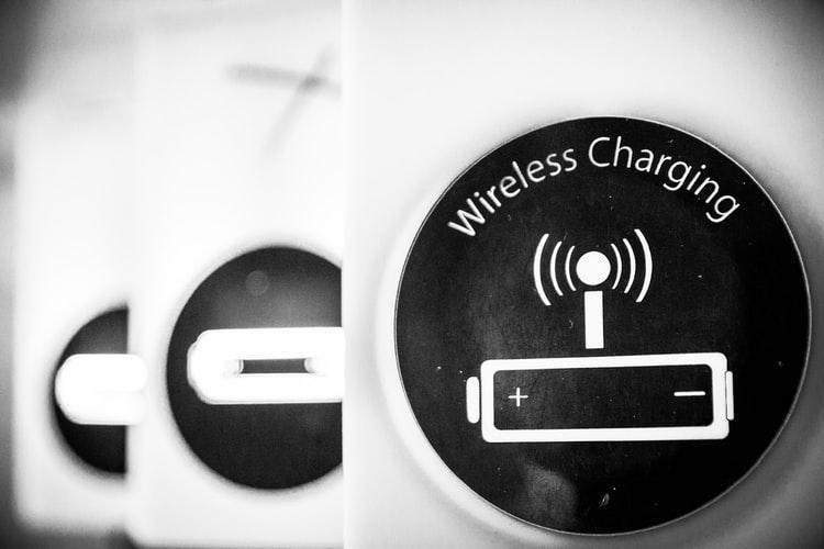 uploads///iPhone charging