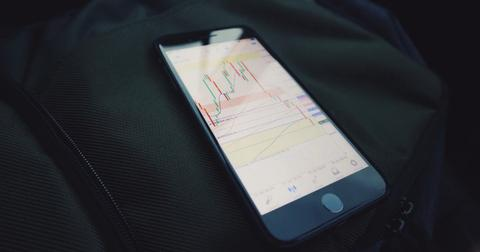 uploads/2020/07/billionaires-selling-stocks.jpg