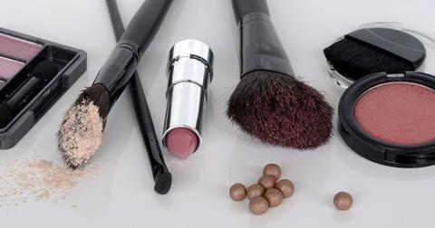 uploads/2018/08/cosmetics-1367779_1280.jpg