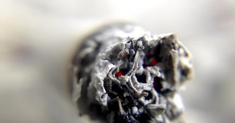 uploads/2018/07/cigarette-1270516_1280.jpg