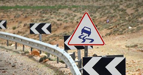 uploads/2018/05/shield-traffic-sign-street-sign-2408751-.jpg