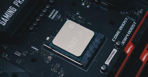 uploads/2019/11/AMD-Ryzen-9-3950X.jpg