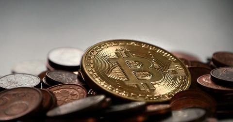 uploads/2018/05/bitcoin-2007912_1280.jpg