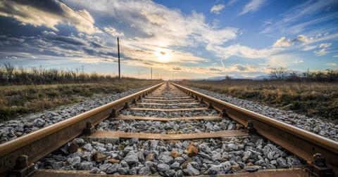 uploads/2019/06/gleise-rails-train-rust.jpg