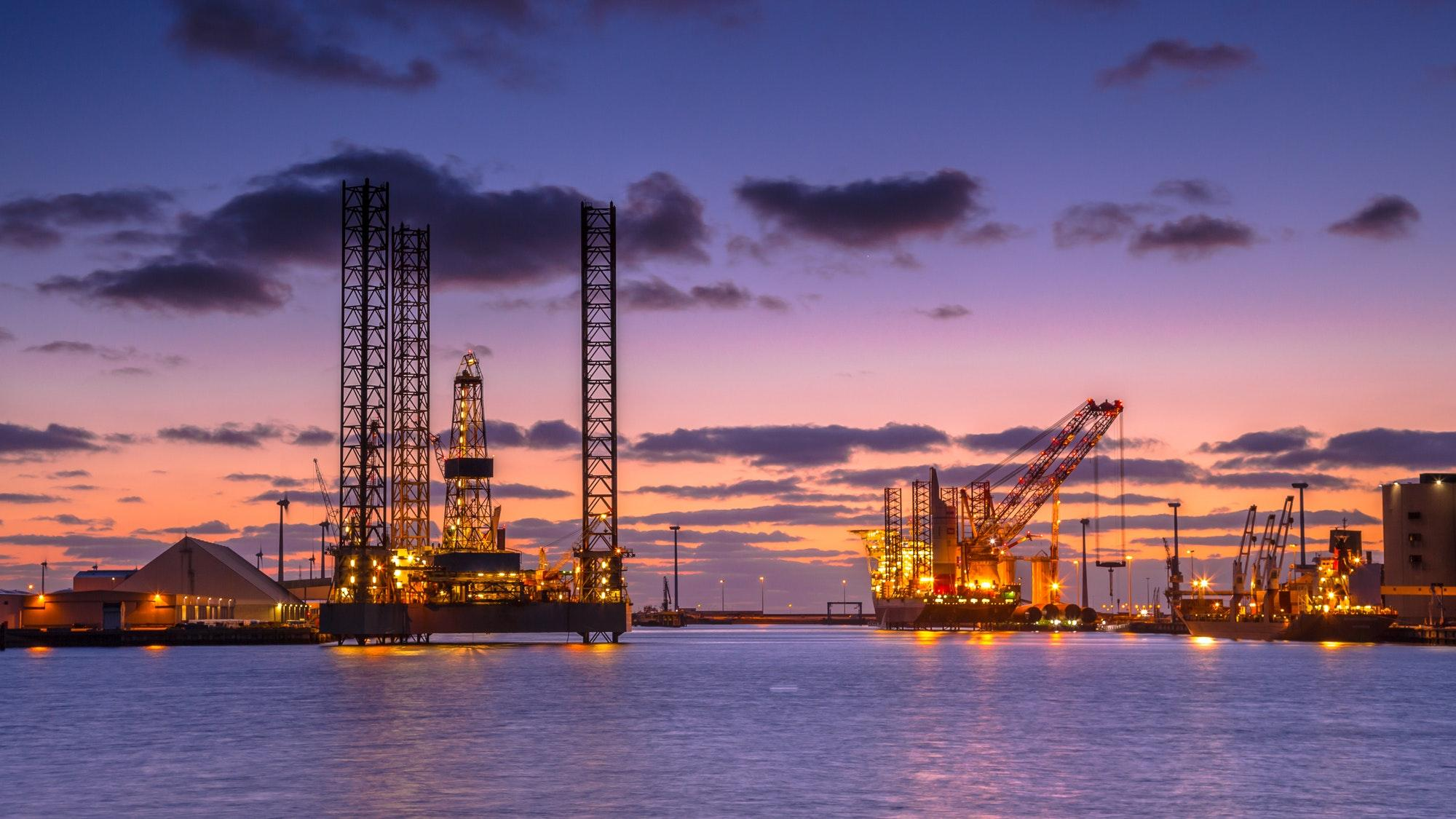 uploads///oil drilling rig construction site