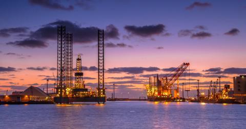 uploads/2019/12/oil-drilling-rig-construction-site.jpg