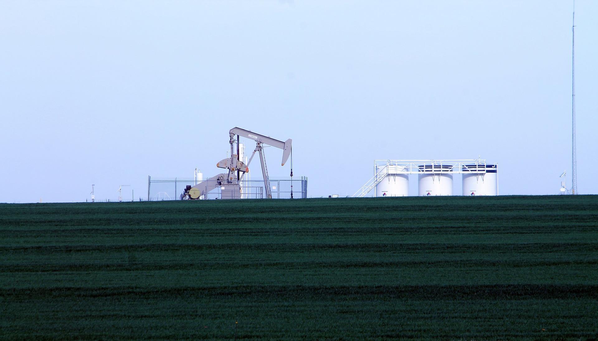 uploads///oil rig _