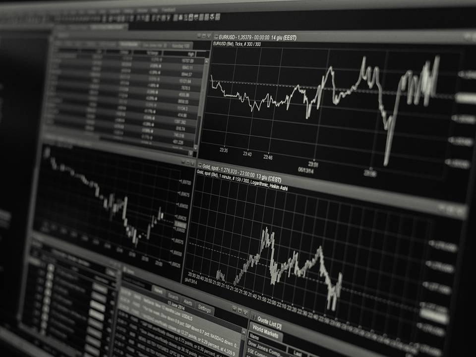 uploads///stock trading monitor desk