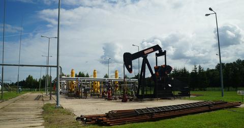 uploads/2018/08/crude-oil-mine-863217_1920.jpg