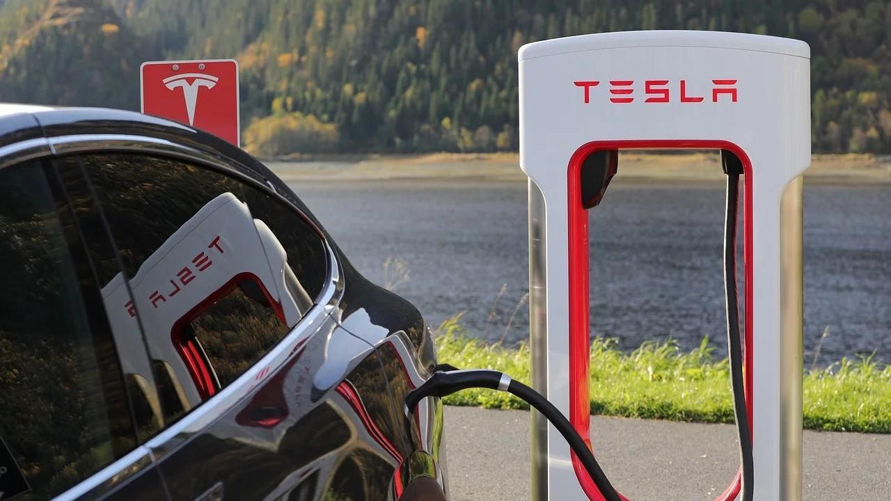 uploads///Tesla in December