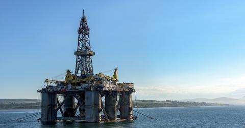 uploads/2018/07/oil-rig-3522577_1920-1.jpg