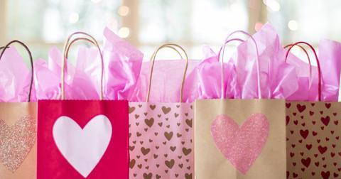 uploads/2018/11/gift-bags-2067663_1280.jpg
