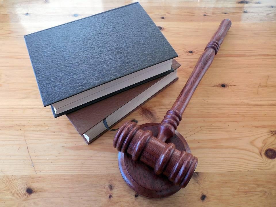 uploads///hammer books law court lawyer