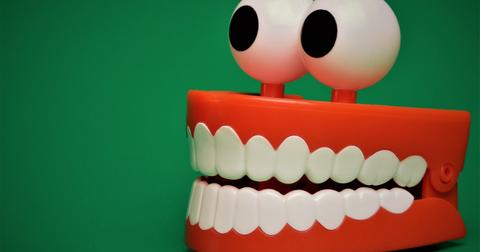 uploads/2018/05/tooth-2013237_1280.jpg