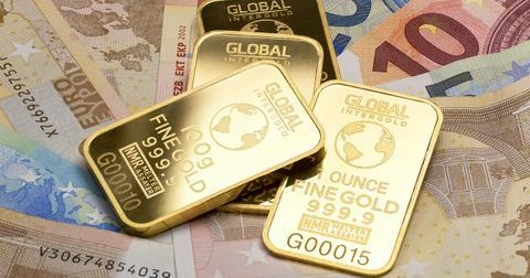 uploads/2019/06/gold-is-money-2430052_1280.jpg