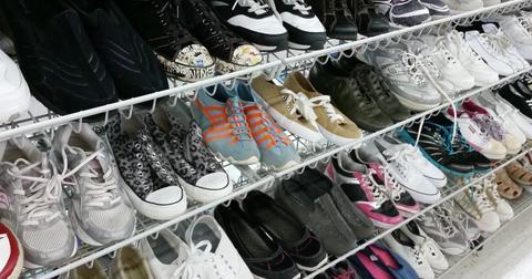 uploads/2018/05/shoes-1589486_1280.jpg
