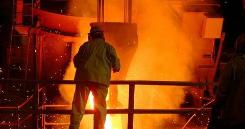 uploads/2018/12/steel-mill-616526_1280.jpg