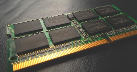 uploads/2019/12/Micron-memory-stock.jpg