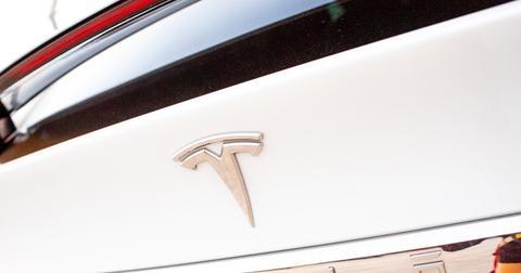 uploads/2019/12/Elon-Musk-Tesla-Model-3-Cybertruck.jpeg