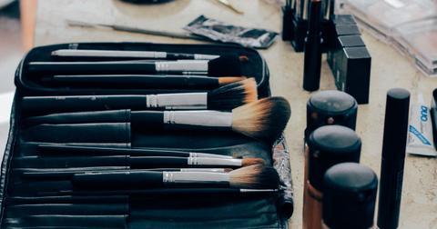 uploads/2018/05/make-up-1209798_1280.jpg