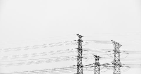 uploads/2018/09/power-lines-1208204_1280-1.jpg