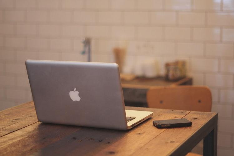 uploads///Apple