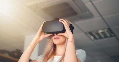 uploads/2019/11/Facebook-Oculus.jpeg