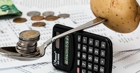 uploads/2018/03/coins-calculator-budget-1015125.jpg