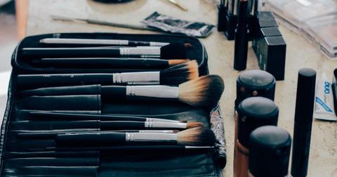 uploads/2020/06/make-up-1209798_1280.jpg