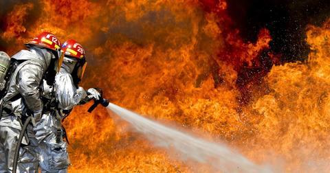 uploads/2018/11/firefighters-fire-flames-outside.jpg