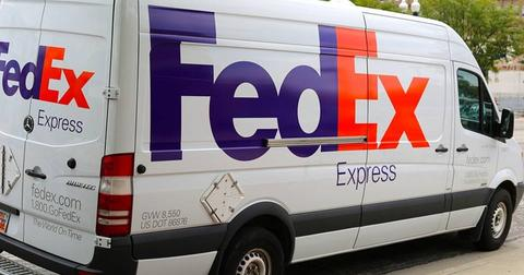 uploads/2018/09/car-van-fedex-delivery-transport-.jpg