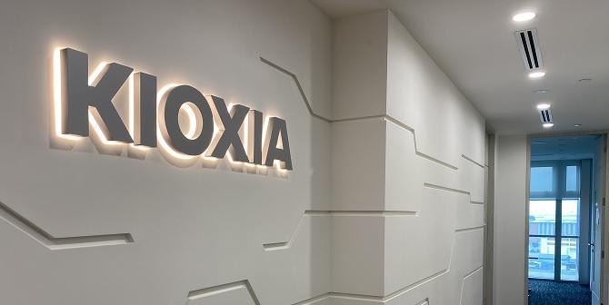 Kioxia sign