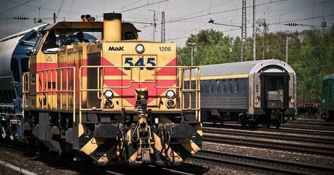 uploads/2018/11/locomotive-1399080_1280.jpg