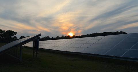 uploads/2019/02/solar-panels-2458717_1280.jpg