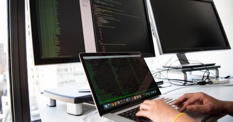 uploads/2019/07/connection-data-desk-1181675.jpg