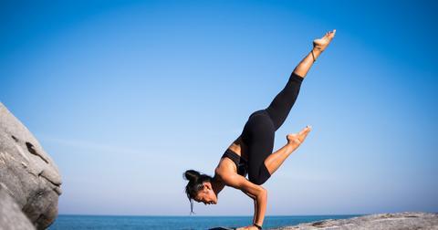 uploads/2018/05/yoga-2587066_1280.jpg