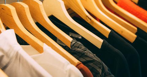 uploads/2019/06/cabinet-clothes-clothes-hanger-996329.jpg
