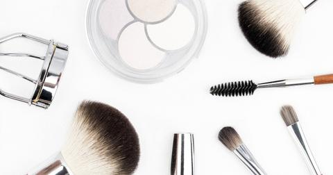 uploads/2018/06/makeup-brush-1768790_1280.jpg