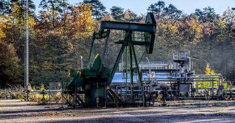 uploads/2019/05/oil-pump-promote-crude-oil-3807680-1.jpg