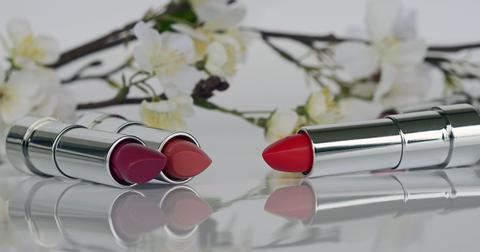 uploads/2018/09/lipstick-1367775_1280.jpg