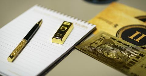 uploads/2018/10/gold-is-money-3055758_1280.jpg