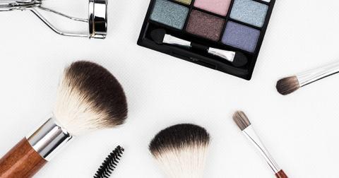 uploads/2019/03/makeup-brush-1761648_1280.jpg