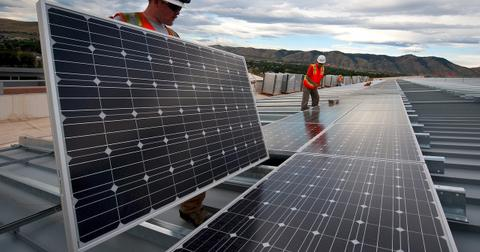 uploads/2018/04/solar-panels-1794467_1280.jpg